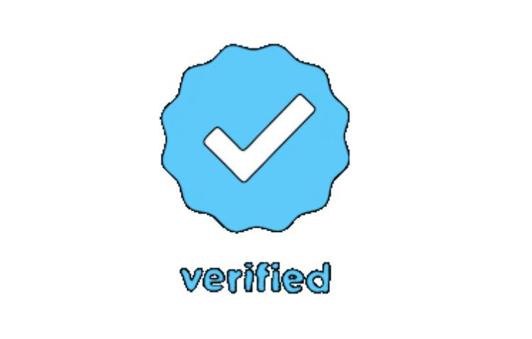Blauer Haken bei Instragram und Schriftzug verified. Wie man diesen bekommt, wird hier erklärt.